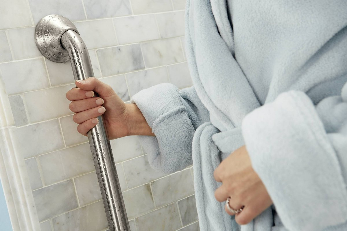 Grab Bars Dad S Construction Best, Best Way To Install Bathroom Grab Bars